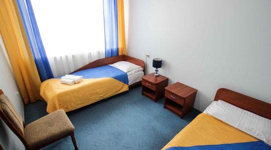 Двухкомнатный номер с двумя отдельными кроватями