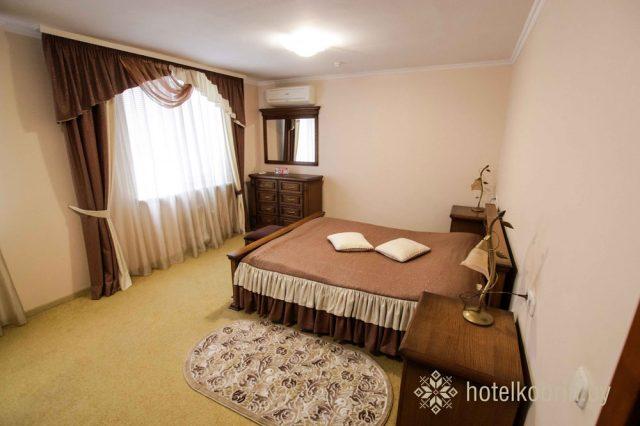 Трехкомнатный двухместный номер с двуспальной кроватью
